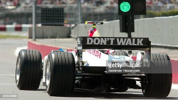 Motorsport / Formel 1 GP von Kanada 2004 Montreal Jenson BUTTON / GBR BAR Honda faehrt auf die Strecke 110604