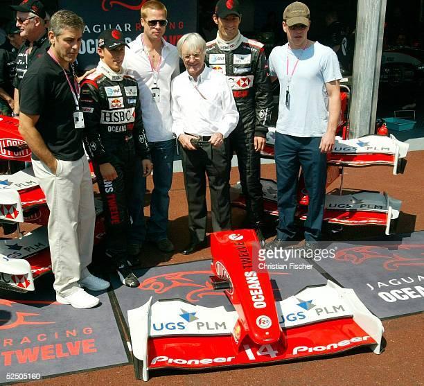 Motorsport / Formel 1 GP von Monaco Christian KLIEN George CLOONEY Brad PITT Bernie ECCLESTONE Matt DAMON und Mark WEBBER stehen vor der Jaguarbox...