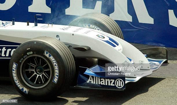 Motorsport / Formel 1 GP von Monaco Das Auto von Ralf SCHUMACHER / BMW Williams raucht stark nachdem er mit Defekt stehen blieb 200504