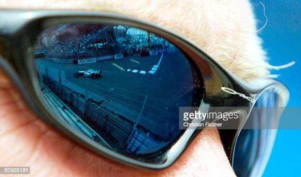 Motorsport / Formel 1 GP von Monaco In der Brille eines Zuschauer spiegelt sich die Strecke 200504