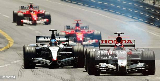 Motorsport / Formel 1: GP von Monaco; Rauch kurz vor dem Motorschaden bei Takuma SATO / BAR der hier vor Kimi RAEIKKOENEN / West McLaren Mercedes,...