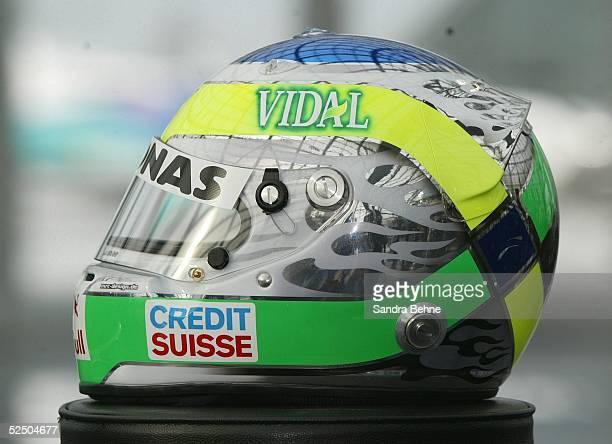 Motorsport / Formel 1 Vorstellung Team Sauber Petronas 2004 Salzburg Seitenansicht des Helms von Giancarlo FISICHELLA / ITA 120104