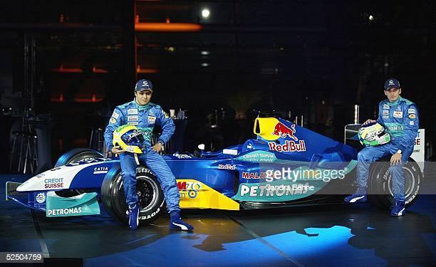 Motorsport / Formel 1 Vorstellung Team Sauber Petronas 2004 Salzburg Seitenansicht des neuen C23 mit den Fahrern Felipe MASSA / BRA und Giancarlo...