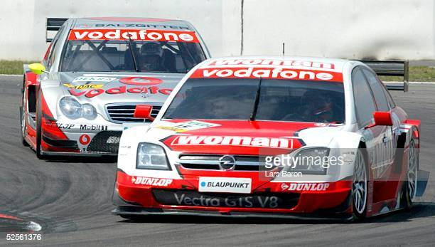 Motorsport / Tourenwagen DTM 2004 Nuerburgring Kampf um Platz drei Timo SCHEIDER / GER vorne Bernd SCHNEIDER / GER 010804