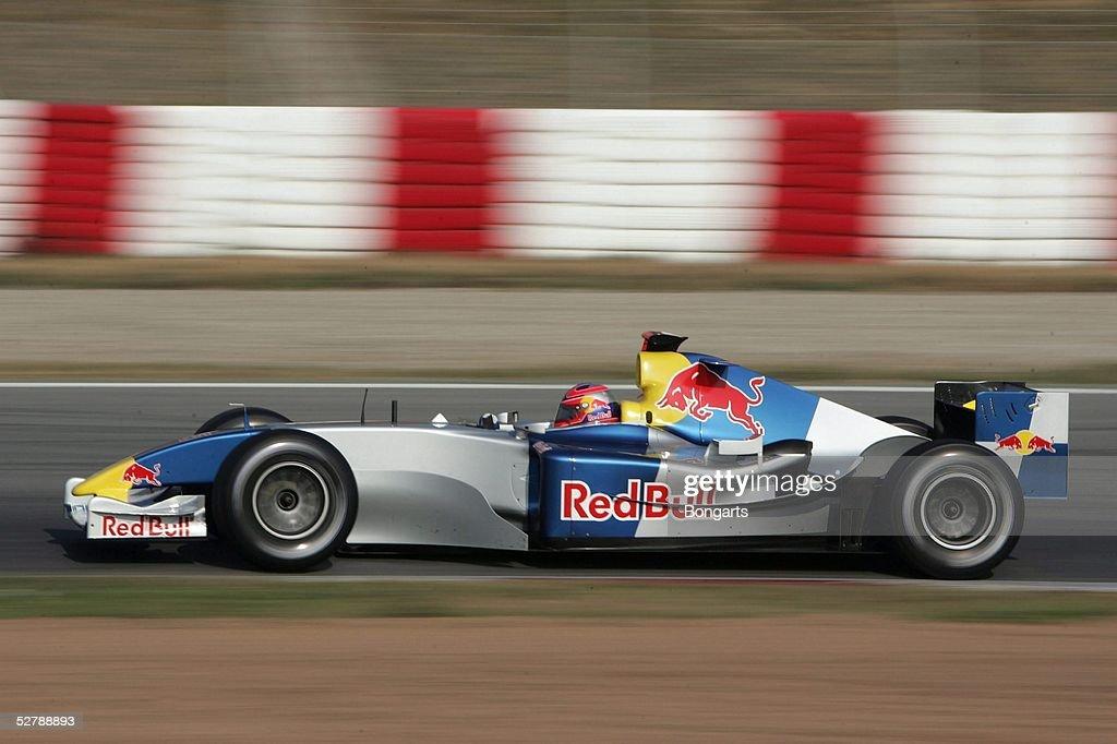 Motorsport/Formel 1: Testfahrten 2004 : News Photo