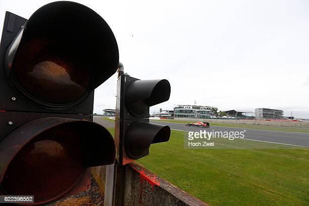 FIA Formula One World Championship 2013 Grand Prix of Great Britain #22 Jules Bianchi traffic light Ampel