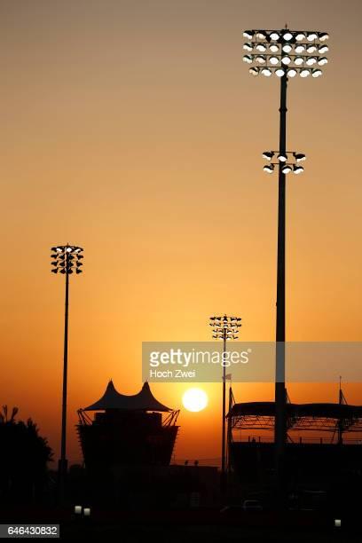 FIA Formula One World Championship 2014 Grand Prix of Bahrain sunset Sonnenuntergang Abendstimmung Abendrot evening mood floodlight Flutlicht...