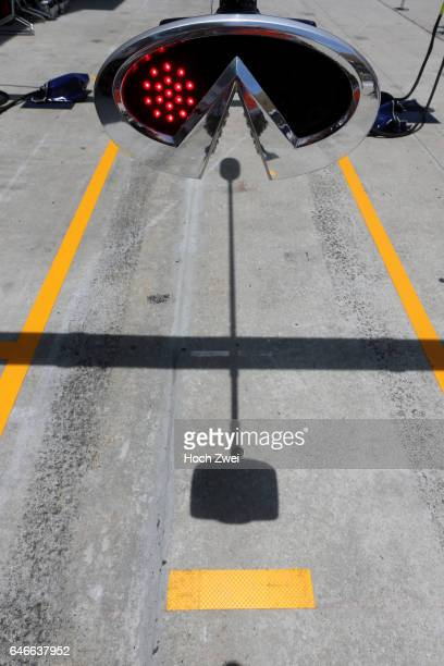 FIA Formula One World Championship 2015 Grand Prix of Malaysia red light Ampel traffic light stop