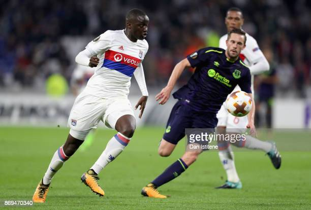 Mouctar Diakhaby of Lyon attempts to get away from Gylfi Sigurdsson of Everton during the UEFA Europa League group E match between Olympique Lyon and...
