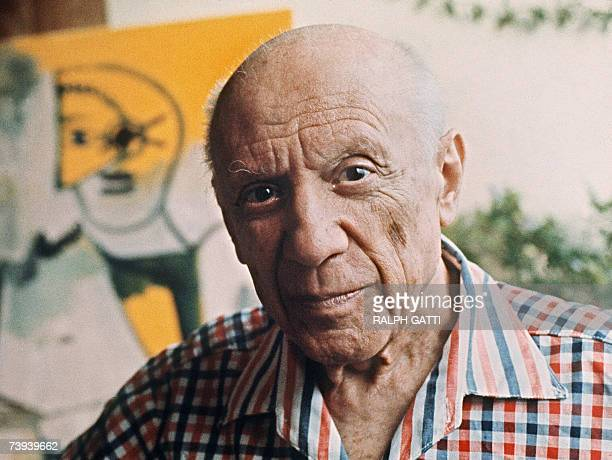 To go with AFP story EspagnehistoireGuernicaanniversaire This file pictured dated 13 October 1971 shows Spanish painter Pablo Picasso in Mougins...