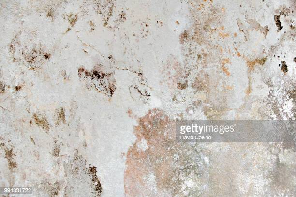 moulded concrete wall with paint peeling off - peeling off stock photos and pictures