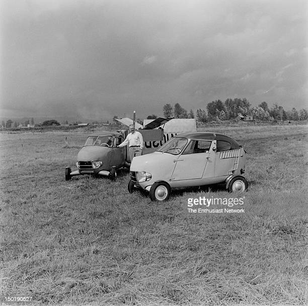 Moulton Taylor's Aerocar Motor Trend magazine November 1957 issue 'Your flying car of the future—it's here today' Acting a both motor vehicle and...