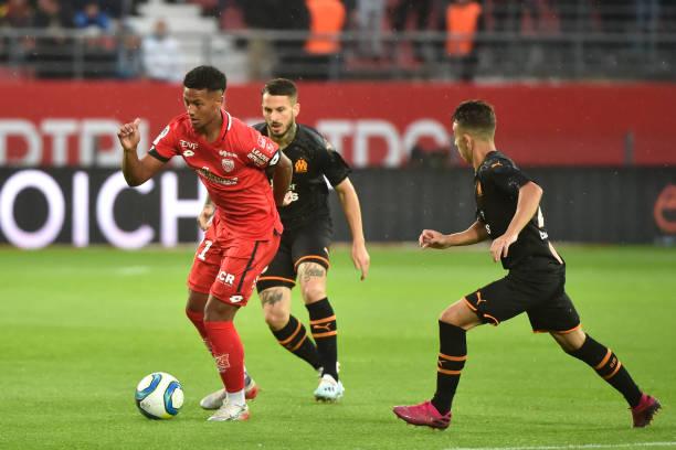 Championnat de France de football LIGUE 1 2018-2019-2020 - Page 28 Mounir-chouiar-of-dijon-during-the-ligue-1-match-between-dijon-and-picture-id1170789165?k=6&m=1170789165&s=612x612&w=0&h=-LwarGszbpZnzLTodIQ8J90EhCIH3H3WmAU_vTkdPBI=