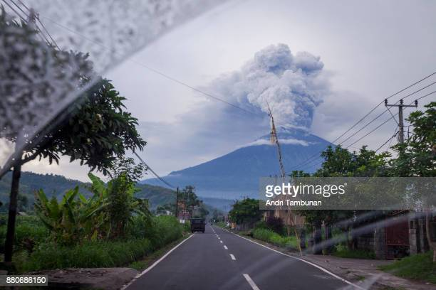 KARANGASEM BALI INDONESIA NOVEMBER 28 Mount Agung is seen spewing heavy volcanic ash from inside the car on November on November 28 2017 in...