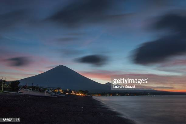 mount agung, view from the amed beach, bali, indonesia - balinese culture stock pictures, royalty-free photos & images