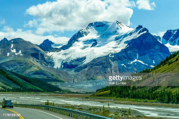 mount athabasca and sunwapta river from the icefields parkway, jasper national park, canada - columbia icefield stock pictures, royalty-free photos & images