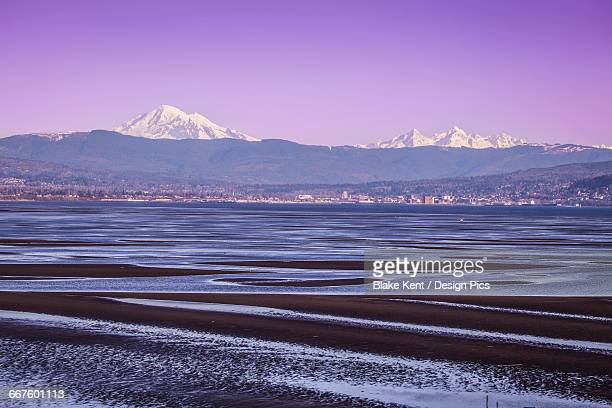 mount baker and bellingham, washington from across bellingham bay - kent washington state stock pictures, royalty-free photos & images