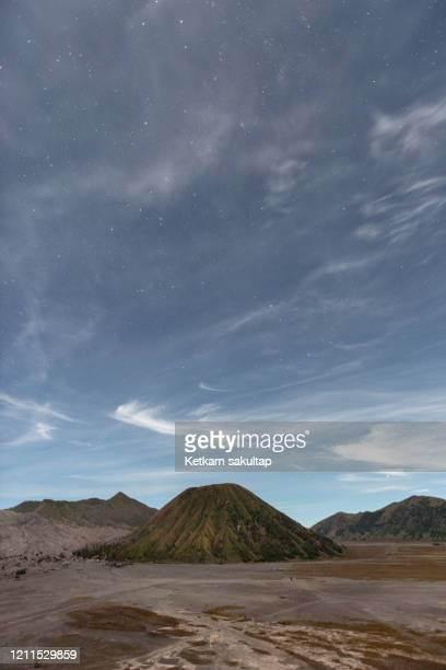 mount bromo at night east java, indonesia. - bromo tengger semeru national park stock pictures, royalty-free photos & images