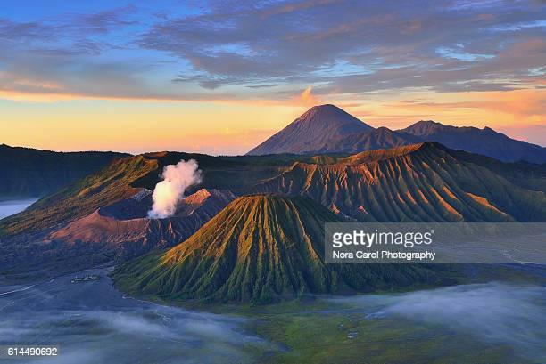 mount bromo sunrise, indonesia. - mt bromo stock pictures, royalty-free photos & images