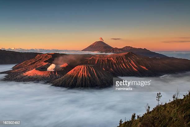 mount bromo sunrise - bromo tengger semeru national park stock pictures, royalty-free photos & images