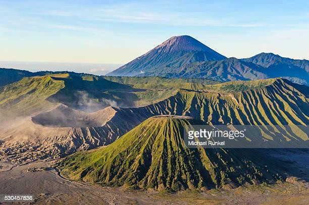 mount bromo volcanic crater at sunrise, bromo tengger semeru national park, java, indonesia, southeast asia, asia - bromo crater stock pictures, royalty-free photos & images