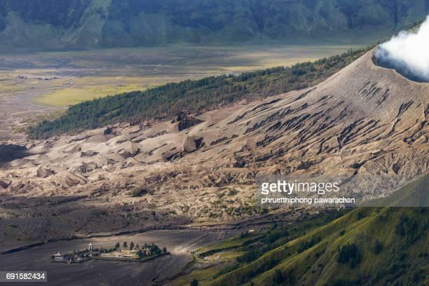 mount bromo volcanoes in bromo tengger semeru national park. - bromo crater stock pictures, royalty-free photos & images