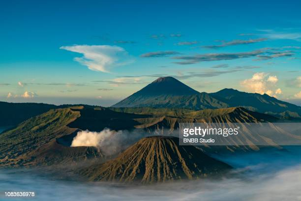 mount. bromo with sunrise, east java, indonesia - bromo tengger semeru national park stock pictures, royalty-free photos & images