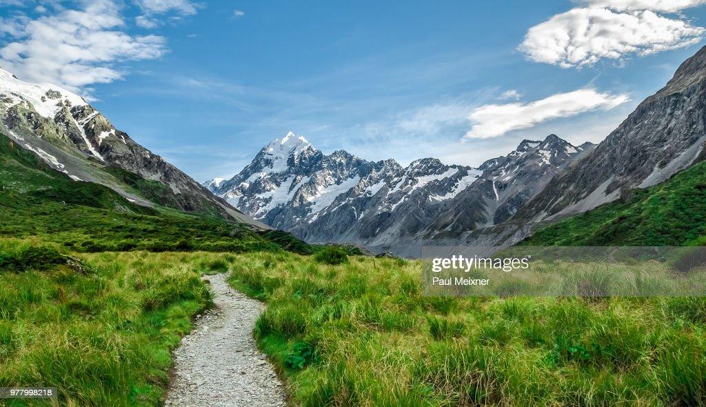 Mount Cook / Aoraki seen from Hooker Valley, South Island, New Zealand : Stock Photo