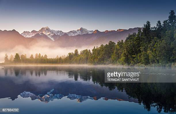 mount cook in lake matheson new zealand - new zealand stock pictures, royalty-free photos & images