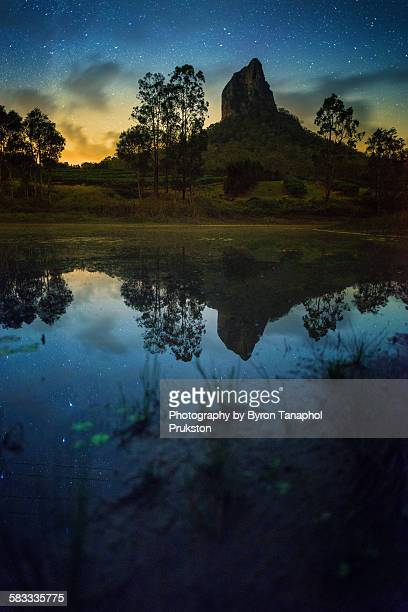 mount coonowrin at starlight - glass house mountains stock pictures, royalty-free photos & images