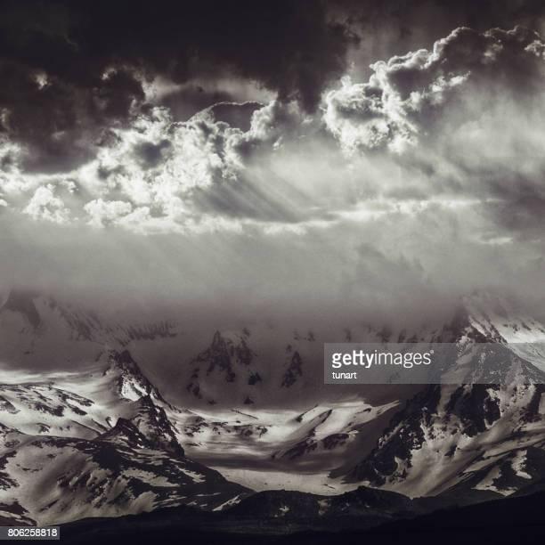 berg erciyes  - ruhe vor dem sturm stock-fotos und bilder