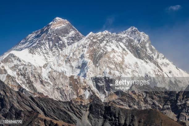 ヒマラヤの45 mpixパノラマ、レンジョ・ラのエベレストとロトース - マウンテンビュー ストックフォトと画像