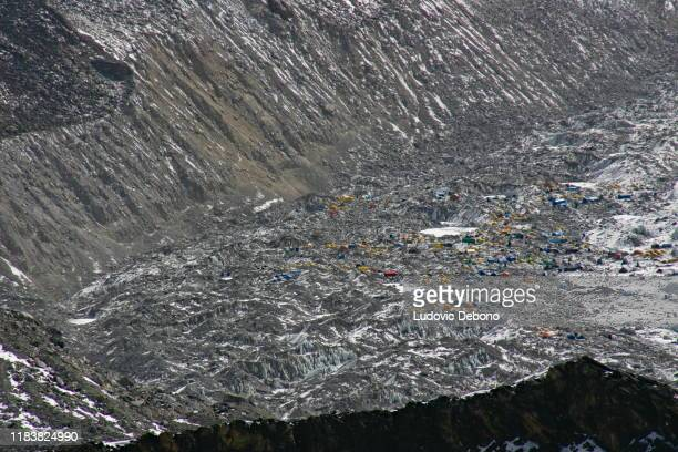 mount everest base camp, view from kala pattar - base camp stock pictures, royalty-free photos & images