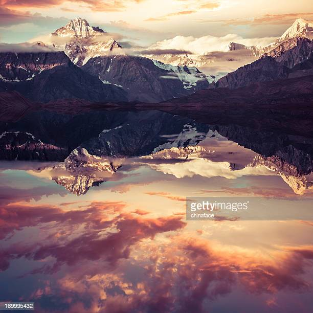 mount everest reflection - tibet stock pictures, royalty-free photos & images