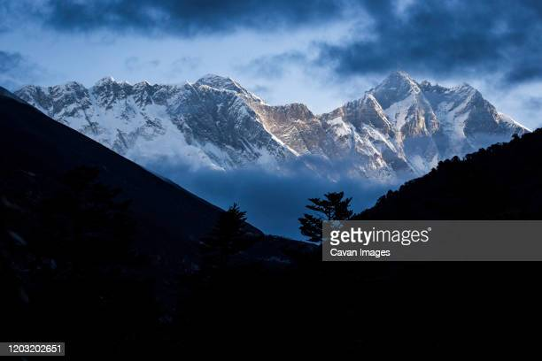 mount everest seen though the clouds, khumbu region,  nepal himalay - khumbu stock pictures, royalty-free photos & images