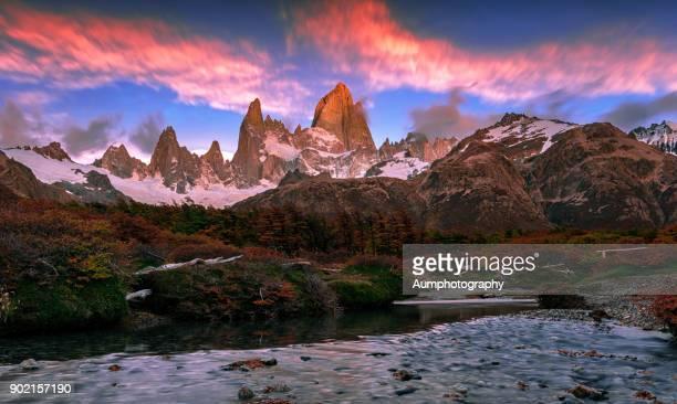 mount fitz roy, patagonia, argentina - unesco stock-fotos und bilder