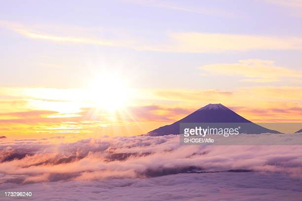 mount fuji and sea of clouds - mt fuji stock photos and pictures