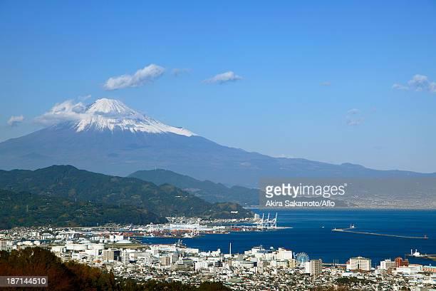 mount fuji and shimizu harbor, shizuoka prefecture - prefettura di shizuoka foto e immagini stock