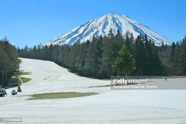 mount fuji at fuji-ten in spring time. nature background concept. - aungsumol stock pictures, royalty-free photos & images