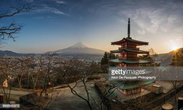 mount fuji view at sunset - yamanashi prefecture stock pictures, royalty-free photos & images