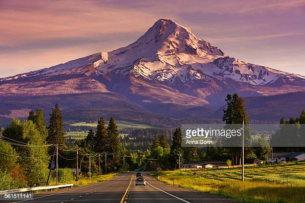 mount hood & route 35 at sunset, oregon - hood river stock pictures, royalty-free photos & images