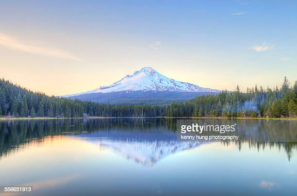 mount hood seen from the trillium lake - mt hood national forest stock pictures, royalty-free photos & images