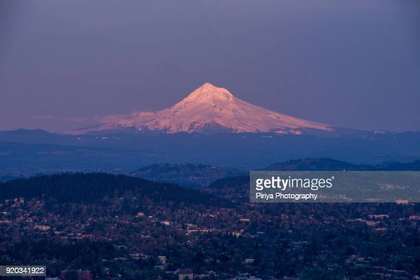 mount hood with downtown portland at dusk - mt hood stock pictures, royalty-free photos & images