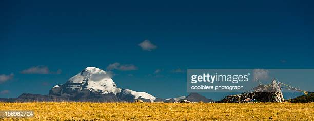 mount kailash with worship flag - mt kailash stock pictures, royalty-free photos & images