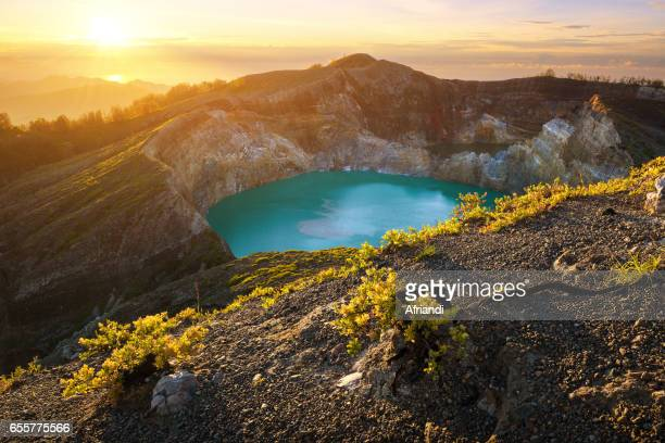 mount kelimutu, indonesia - flores indonesia fotografías e imágenes de stock