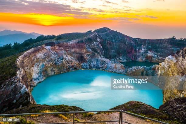 mount kelimutu. - flores indonesia fotografías e imágenes de stock