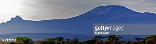 mount kilimanjaro and mount meru - meru filme stock-fotos und bilder