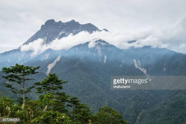 mount kinabalu in sabah - shaifulzamri stockfoto's en -beelden