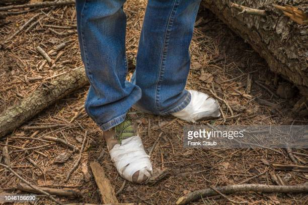 mount lemon hiker repairing boot. - mt lemmon stock photos and pictures