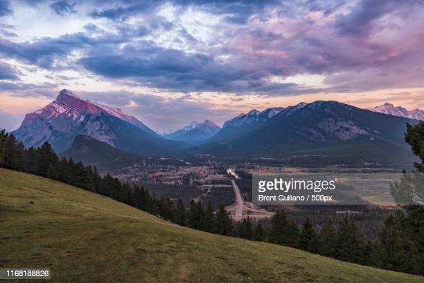 mount norquay sunset - home run ストックフォトと画像